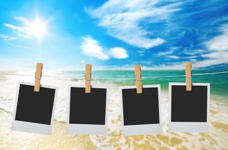 cielo con nuvole sul mare e la spiaggia di sabbia