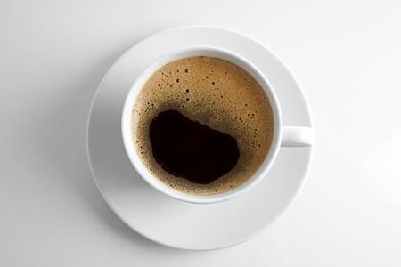 filiżanka kawy: filiżanka kawy na biaÅ'ym tle Zdjęcie Seryjne