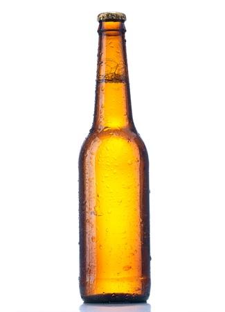 flesje bier op een witte achtergrond Stockfoto