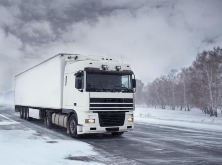 트럭으로 겨울화물 운송