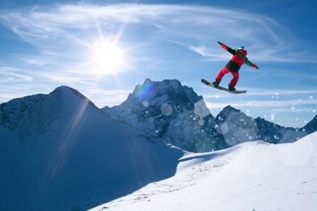 눈 산에서 겨울 스포츠 스노우 보드 스톡 콘텐츠