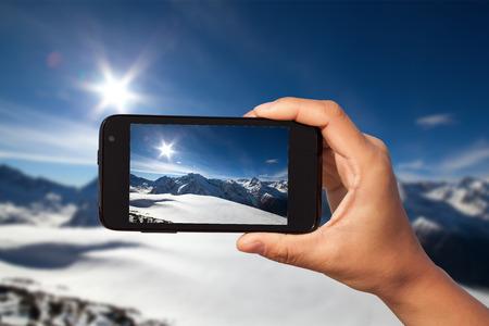 season photos: photo shooting on smartphone in tourist journey