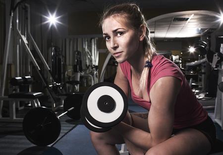 woman muscle: beauty sporty blonde woman in gym