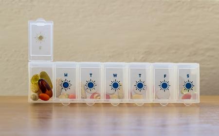 dosaggio: Pillole organizzatore, dosaggio giornaliero Archivio Fotografico