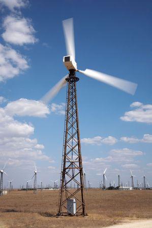 windfarm: Molinos de viento en el viento de la finca