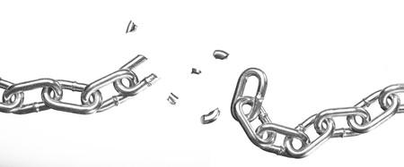 cadena rota: Cadena rota sobre fondo blanco