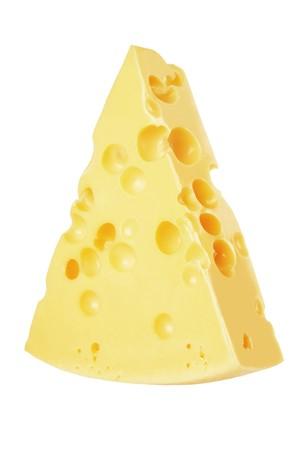 queso rayado: pieza de queso aislado en un fondo blanco