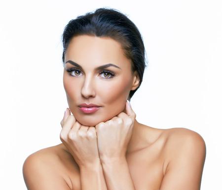 mooie vrouwen: Mooi portret van Europese jonge vrouw model, op witte achtergrond Meer foto's van deze serie in mijn portefeuille