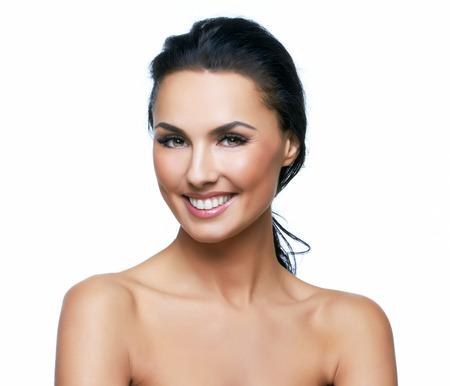 Schöne Porträt der europäischen junge Frau Modell, auf weißem Hintergrund. Mehr Fotos von dieser Serie in meinem Portfolio. Standard-Bild - 24324867