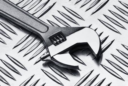 chrome vanadium: Set of wrenches on metal background, close up