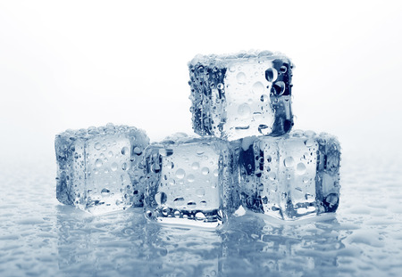 Ice cubes with water drops, close-up Foto de archivo