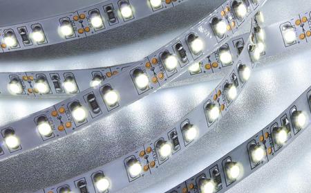 Diodenstreifen. LED-Leuchten mit Klebeband close-up Standard-Bild - 51780131