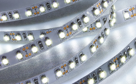 Światła: pasek diodowy. Dioda LED świeci taśma zbliżenie