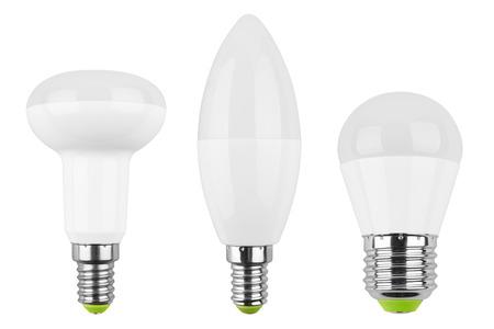 enchufe de luz: Conjunto de bombilla LED (lámpara) aislado en el fondo blanco