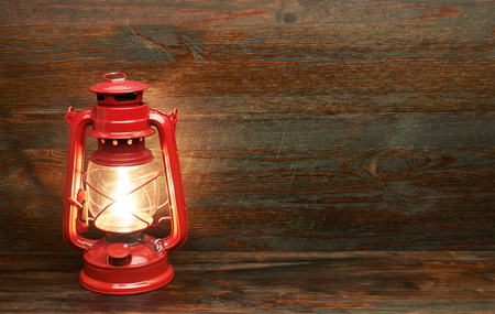 ランタン灯油石油ランプ、木製の背景 写真素材