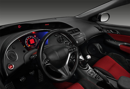 Interieur van een moderne auto die het dashboard