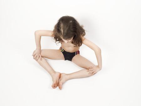 Little boy doing gymnastics on the floor Foto de archivo