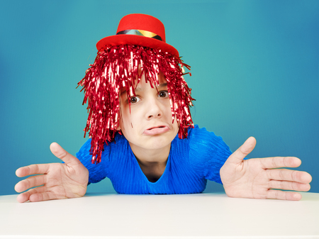 Excuse me, how should I know. Portrait of clueless funny clowness in red wig, shrugging with spread hands, being unaware and questioned, having no idea about topic Standard-Bild - 102312022