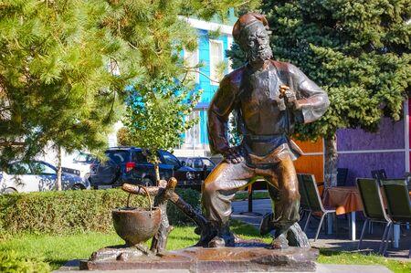 Rostov-on-Don,Russia - October 14,2012: Living sculpture. Living statue. Street artist. Cossack. Редакционное