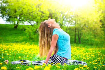 young girl goes in for sports in nature. healthy lifestyle. Reklamní fotografie - 124627545
