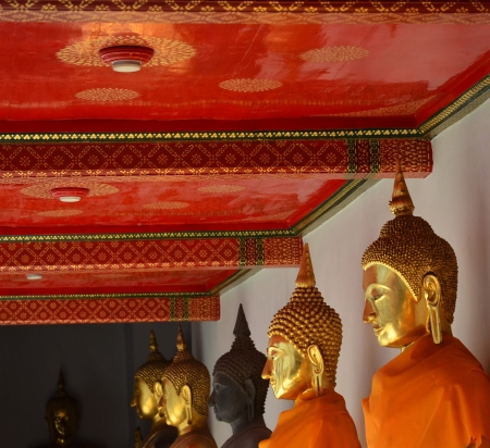 wat pho temple buddhas with red roof photo