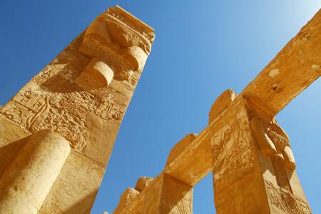 scribes: Pilastro con l'antica scrittura egizia