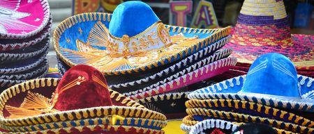 28900397 - Pila de sombreros mexicanos Sombrero a70ca8abf90