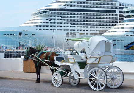 famous industries: Horse carriages in front of cruise liners Stock Photo