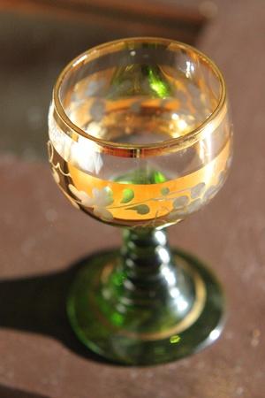 mit: Weinglas mit Goldrand  Stock Photo