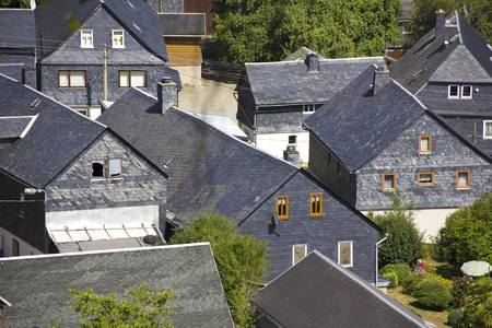 Cityscapes Details  German architecture is characterized by a great deal of regional  Lehesten is a mountain and slate town in the district of Saalfeld-Rudolstadt in Thuringia. Stockfoto