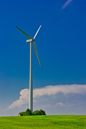 A wind turbine or wind turbine transforms the wind energy into electrical energy Stockfoto
