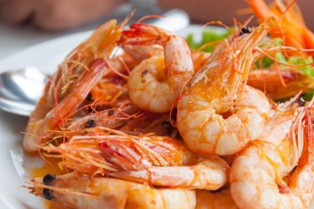 Bake shrimp sold in restaurants in Thailand Stock Photo