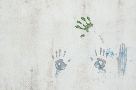 multiple stains: Hand caused by the colors on the wall