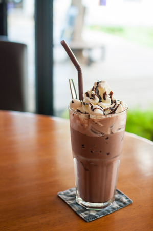Iced cocoa and whipped cream topped with chocolate Stockfoto