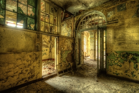 decayed: Decayed room