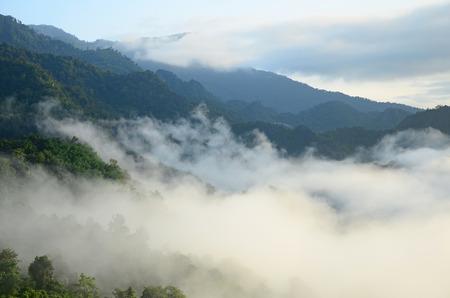 Morning mist and mountains at Phu Lang Ka, Phayao, Thailand Kho ảnh