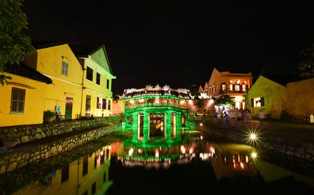 ponte giapponese: Hoi An, Vietnam - 24 novembre 2016: Vista di un antico Ponte giapponese. Hoi An è patrimonio culturale del mondo e famosa attrazione in Vietnam. Editoriali