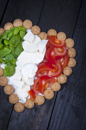 herz: I love Italy - food composition in the colors of the Italian