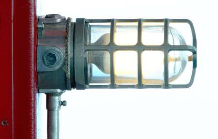 산업 게시물 - 전등 전등 빨간색 게시물에 연결합니다. 스톡 콘텐츠