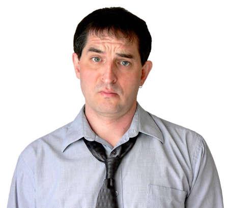 business skeptical: Empresario con corbata deshecho, dando al espectador una mirada que sugiere que se impresionan.  Foto de archivo