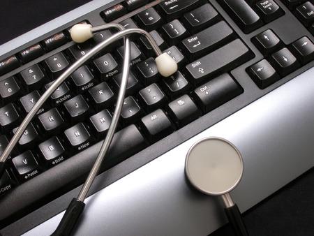stethoscoop en toetsenbord op het bureau
