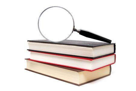 Vergrootglas op boeken Stockfoto - 5286931
