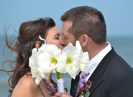 couple kissing on the beach Stock Photo