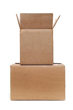 boite carton: deux bo�tes de carton sur fond blanc