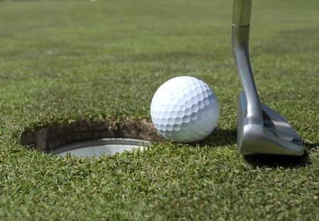 グリーン上のパター、ゴルフ ボール