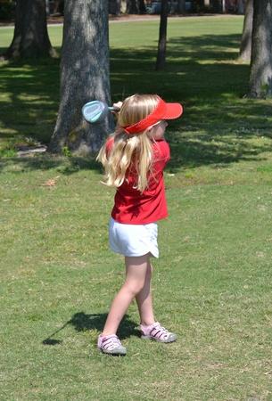 teen golf: niña jugando al golf Foto de archivo