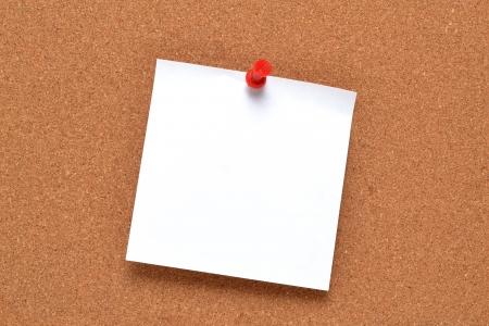 paper pin: blank memo paper on board Stock Photo