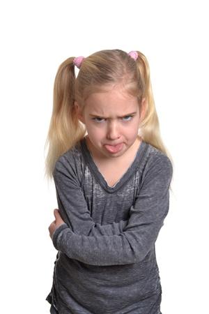 sacar la lengua: niña sacando la lengua