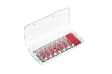 birth control: paquete de p�ldoras anticonceptivas aislado fondo blanco Foto de archivo