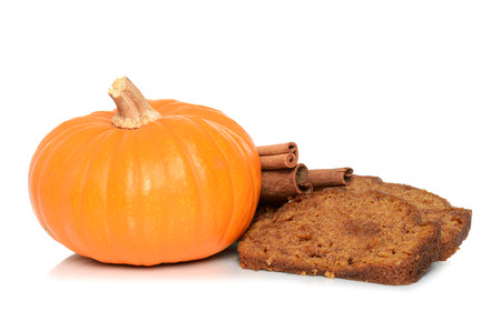 pumpkin bread slices with whole pumpkin and cinnamon sticks Zdjęcie Seryjne